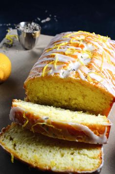 This scrumptious Lavender and Honey soaked Lemon Cake is literally to die for. One slice of this and you'll be in cake heaven! Ice Cream Desserts, Lemon Desserts, Sweets Recipes, Twix Cake, Best Ice Cream Maker, Culinary Lavender, Lemon Loaf, Dessert Bread, Desert Recipes