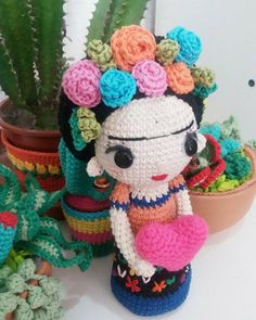 This is a pattern in PDF to make FRIDA doll Available in Spanish and English. The doll approximately 24 cm tall. Basic amigurumi technic and crochet knowledge will be need. If you have any question, please contactme. Have fun Crochet Patterns Amigurumi, Amigurumi Doll, Crochet Dolls, Crochet Yarn, Cute Crochet, Crochet Crafts, Crochet Projects, Crochet Ideas, Crochet Accessories