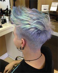 Beliebte Frisuren Holographic hair - the hottest new hair color trend color trend Pixie Hairstyles, Pretty Hairstyles, Pixie Haircut, Hairstyle Short, Medium Hairstyles, Hairstyles Haircuts, Undercut Short Hair, Latest Hairstyles, Summer Hairstyles
