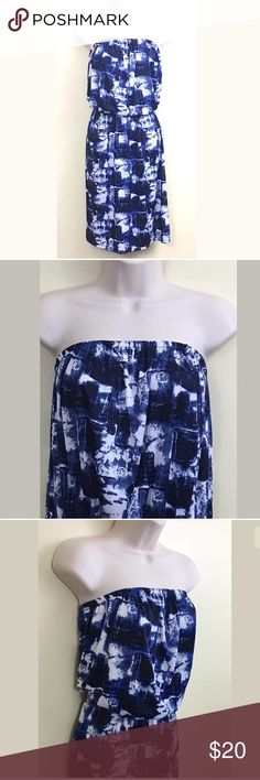 """Manhattan Blues tube top dress super cute Manhattan Blues Womens Dress Size Large. Blue, white and black geometric print with a tube top type dress.  Dress is lightweight. Nice with cardigan or jacket. Stretch at bust and waist. New with tags.   Measurements (without stretching): Bust: 30"""" Waist: 30"""" Length (bust to hem): 31"""" Manhattan Blues Dresses Strapless"""