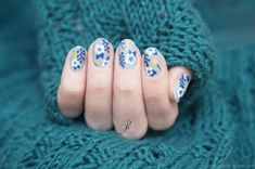 Vintage Roses Nail Designs Have you been trying to find new ideas concerning the way to do your manicure this time? Spring is simply round the corner, Rose Nail Design, Rose Nail Art, Floral Nail Art, Vintage Rose Nails, Vintage Rosen, Super Nails, Flower Nails, Blue Flowers, Hair And Nails