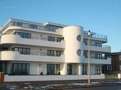 Art Deco Architecture | Frinton Gallery Photo - New art deco style building on Frinton ...