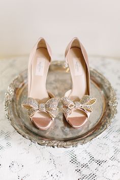 Sparkling Bow Peep Toe Wedding Shoes | Annabella Charles Photography | See More! http://heyweddinglady.com/cashmere-and-champagne-warm-neutral-wedding-inspiration/