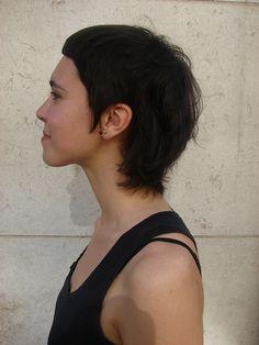 Middle length hair, short fringes