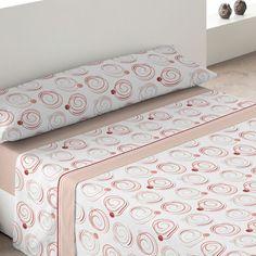 Juego de Sábanas B 14 de la firma Textils Mora. Este nuevo juego de sábanas te hará sentir paz y tranquilidad, gracias al estampado floral que presenta la bajera. Está disponible en beige o en rosa, para que elijas el que más combine con tu decoración.