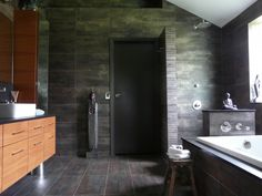 SHOWER WITHOUT DOOR by Scott Haig, CKDHouston, TX, US 77027 ·  31 photosadded by scooterooZenbath  http://urbandesignerkitchens.com