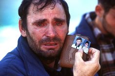 Kosovar-Albanian refugee, 1999・Photo-essays Les Innocents, Fotojournalismus, Que Horror, Call For Entry, Robert Doisneau, Paris Photography, French Photographers, Human Condition, Photo Essay