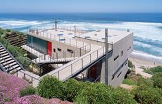 Two projects of the Chilean Mathias Klotz are included in the Taschen collection. The photo shows the '11 Women House' , overlooking the Pacific Ocean on the coast at Beranda, Chile.