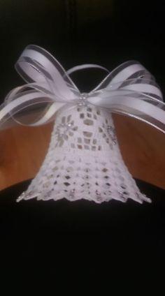 Beautiful Crochet bells, set of 3 x and 1 x - Salvabrani Christmas Angel Ornaments, Crochet Christmas Ornaments, Christmas Crochet Patterns, Christmas Bells, Thread Crochet, Crochet Doilies, Crochet Flowers, Tatting Patterns, Doily Patterns