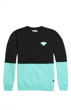 PacSun presents the Diamond Supply Co. Brilliant Split Crew Fleece for men. This two tone men's crew fleece supplies a soft interior fleece, front pocket pouch, and crisp Diamond Supply Co. logo sewn on the chest.	Two tone crew fleece with Diamond Supply Co. logo on chest	Diamond Supply Co. logo loop on bottom	Crew neck	Front pocket pouch	Fleece lining	Long sleeves	Machine washable	80% cotton, 20% polyester	Imported