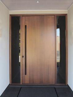 Front door handles modern entrance Ideas for 2019 Black Front Doors, Wooden Front Doors, Front Door Entrance, House Front Door, Glass Front Door, Entrance Ideas, Front Entry, Door Ideas, Blue Doors