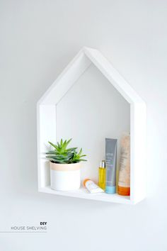DIY: house shelf