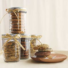 """simple packaging ~ mason jars for cookies as a """"Mini Cookie Jar"""". Could make little-sized cookies. Dessert Packaging, Cookie Packaging, Food Packaging, Simple Packaging, Brand Packaging, Cookie Gifts, Cookie Jars, Gourmet Gifts, Food Gifts"""