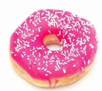 Als je in bezit bent van een donutmaker is dit het perfect recept voor heerlijke donuts. Verzamel alle ingrediënten, meng alles goed door elkaar en vul de donutmaker met het beslag. Nadat de donuts gebakken zijn kun je deze prachtige versieren met fondant glazuur en diverse soorten strooisels.