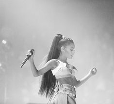 """878.8k Likes, 5,035 Comments - Ariana Grande (@arianagrande) on Instagram: """"♡"""""""
