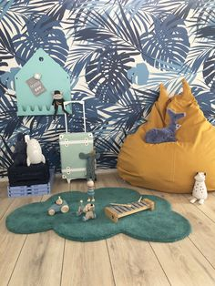 Toffe zitzak met het blauwe bladeren behang. Alles te vinden in de shop. Boys Bedroom Decor, Baby Bedroom, Boy Room, Kids Playing, Nursery, Kids Rugs, House Design, Decoration, Home Decor