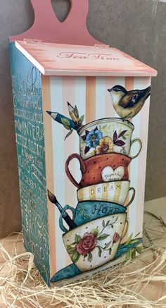 Decoupage Drawers, Decoupage Vintage, Country Crafts, Country Art, Diy Crafts To Sell, Easy Crafts, Beaded Boxes, Tea Box, Hand Painted Furniture