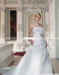 Jolie A-ligne Sans bretelle Longueur sol Chapelle Appliques Robe de mariée grande taille
