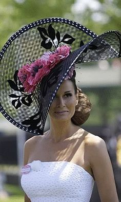 See the best and worst hats worn by this year's racegoers at Royal Ascot. via Royal Ascot 2010 Chapeaux Pour Kentucky Derby, Kentucky Derby Hats, Royal Ascot Hats, Lady, Crazy Hats, Fancy Hats, Big Hats, Stylish Hats, Church Hats