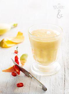 Mango+&+Banan+&+Eggeplomme+&+Chili - Se flere spennende yoghurtvarianter på yoghurt.no - Et inspirasjonsmagasin for yoghurt. Healthy Food, Healthy Recipes, Milkshakes, Diet Tips, Yogurt, Smoothies, Chili, Mango, Brunch
