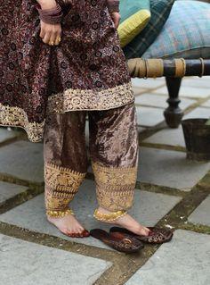 Pakistani Dresses Casual, Pakistani Dress Design, Eid Dresses, Dress Indian Style, Indian Outfits, Indian Wear, Salwar Kameez, Patiala, Salwar Suits