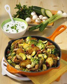 Unser beliebtes Rezept für Gemüse-Kartoffel-Pfanne und mehr als 55.000 weitere kostenlose Rezepte auf LECKER.de.