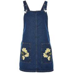 TopShop Moto Floral Pocket Pinafore Dress (65 BRL) ❤ liked on Polyvore featuring dresses, skirts, overalls, vestidos, robes, indigo denim, blue floral print dress, flower embroidered dress, blue flower print dress and flower print dresses