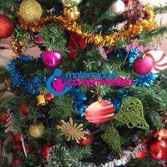 #MaternidadComprometida #Día5 de 31 días para agradecer, Árbol de Navidad: Un close up de nuestro árbol de #Navidad recién armado. Amamos decorarlos los 4 juntos y contemplarlo en silencio cuando lo iluminamos. Solo nos falta el heno para el pesebre!