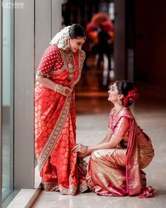 Check out these gorgeous Brides In Sarees from traditional Banarasi to Paithani, Kanjeevarams and more. Lots of real bride pictures with saree prices! Sister Poses, Saree Poses, Indian Bridal Sarees, Bridal Lehenga, Lehenga Choli, Indian Bridesmaids, Bride Pictures, Senior Pictures, Wedding Pics
