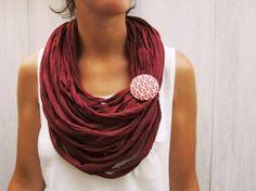 Collana in tessuto maglia Bordeaux upcycled di BaobabFabricArt, $28.00