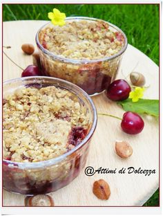 CRUMBLE DI CILIEGIE E NOCCIOLE / CRUMBLE OF CHERRIES AND NUTS