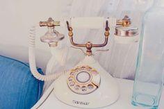 Antieke telefoons en platenspelers en hobbelpaarden en typemachines en liefde.