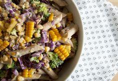 Pastasalat fyldt med lækre friske råvarer og smag - den klassiske pastasalat i en ny og lækker udgave med gode sager - få opskriften her