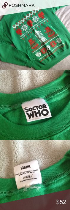 """Doctor Who Dalek Cybermen Angel Holiday Sweatshirt Excellent used condition. Doctor Who Holiday Sweatshirt by Titan Merchandise, officially licensed BBC merchandise. """"Ugly Christmas Sweater"""" style in vibrant green w/ red & white graphics across the front, including the """"Don't Blink"""" Weeping Angels, Dalek & Tardis w/ """"Exterminate"""" & """"Delete"""" Cybermen and snowflakes. Circa 2009, David Tennant/Tenth Doctor era. Soft fleece-y lining. Banded bottom & sleeve cuffs. No size tag. Listed as medium…"""