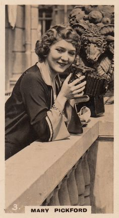 Mary Pickford great silent star of Hollywood & camera, 1920s (please follow minkshmink on pinterest)