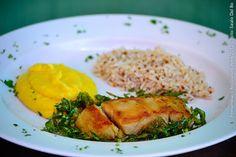 BIRUTA BAR (almoço)  Filé de pescada com couve frita, purê de maracujá e arroz branco