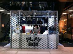Share Design Comme Des Garcones Pop Up Store Kiosk Design, Booth Design, Retail Store Design, Retail Shop, Mall Kiosk, Pop Up Bar, Shop House Plans, Visual Display, Retail Interior