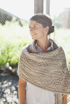 Etole à tricoter, jours et torsades