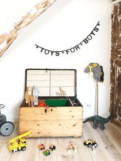 Jellina Detmar Interieur & Styling blog | Een stoere jongenskamer, lees je mee! Toy Chest, Storage Chest, Playroom, Kids Room, Nursery, Instagram Posts, Furniture, Home Decor, Boys