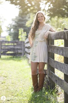Maybe with a horse in the picture Girls senior pictures pose ideas - Grosse Pointe Senior Pictures Photographer Best Portrait Photography, Senior Portrait Poses, Senior Photography, Beauty Photography, Flash Photography, Inspiring Photography, Photography Tutorials, Creative Photography, Digital Photography