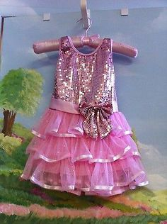 Girls Popatu pink dress size 2-3! The front has bright pink sequins, the skirt i