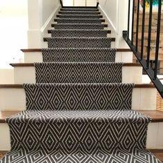 Best Carpet Runners For Stairs Referral: 7685675184 Wall Carpet, Diy Carpet, Modern Carpet, Carpet Ideas, Carpet Trends, Carpet Decor, Plush Carpet, Black Carpet, Green Carpet