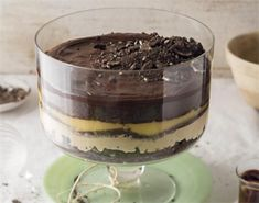 Trifle with Oreos, caramel and dark chocolate Oreo Trifle, Trifle Desserts, West African Food, South African Recipes, Oreos, Desert Recipes, Fish Recipes, I Foods, Sweet Tooth