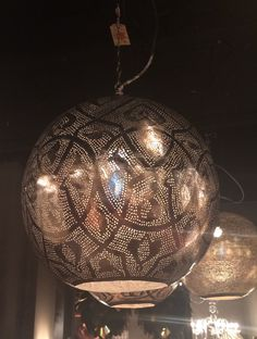 Oosterse lamp. Gekocht bij Eigenwijswonen.nl in Den Haag. Just love it!
