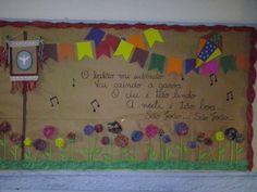 Painel de festa junina para escola com flores de chita