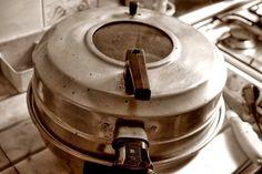 """O regresso da """"Patusca"""" ou tb por """"Cloche"""", este era um dos electrodomésticos, q faziam parte das cozinhas portuguesas nos anos 80.  Trata-se d um forno eléctrico  c/ duas resistências eléctricas, as quais são responsáveis pela distribuição d calor por toda a área do forno."""