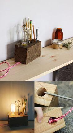 Curiosa lámpara de escritorio | Muy Ingenioso Wooden Crafts, Wooden Diy, Wood Pencil Holder, Arts And Crafts, Diy Crafts, Diy Holz, Diy Projects To Try, Furniture Projects, Home Decor Accessories