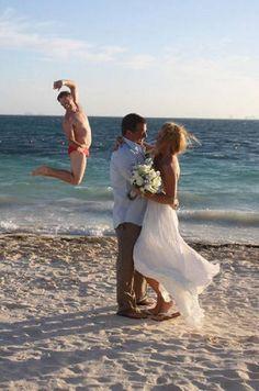 Photobomb! Veja intrometidos detonando fotos do casamento alheio - Fotos - R7 Humor