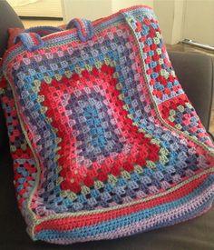 Ravelry: PhyllisCaroline's Granny Square Shopping Bag
