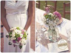Roses + Green Chrisantemums (Yoko ono) + Gypsophyla (Baby breath) Wedding bouquet. Ph Stefano Santucci http://www.brideinitaly.com/2013/10/stefanosantucci-rustic.html #wedding #italianstyle #rustic